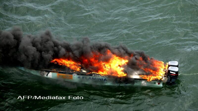 Un vas cu cinci persoane la bord a luat foc in Marea Neagra
