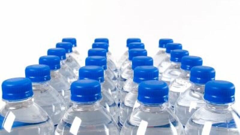 Amenzi de 50.000 lei pentru abateri microbiologice in cazul a cinci tipuri de apa comercializate in magazine din Bucuresti