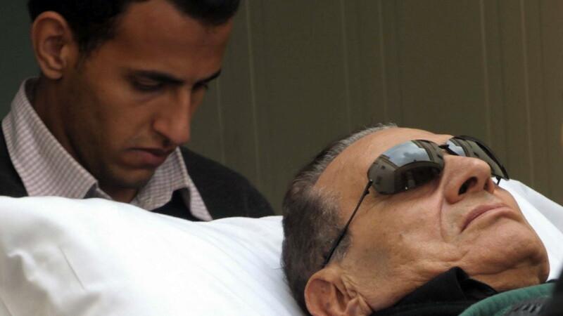 Hosni Mubarak pe targa, la proces