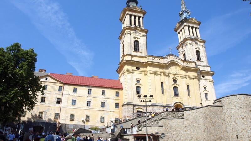 Cu sufletul curat,mii de credinciosi din Vestul tarii au pornit in pelerinaj la manastirea din Radna