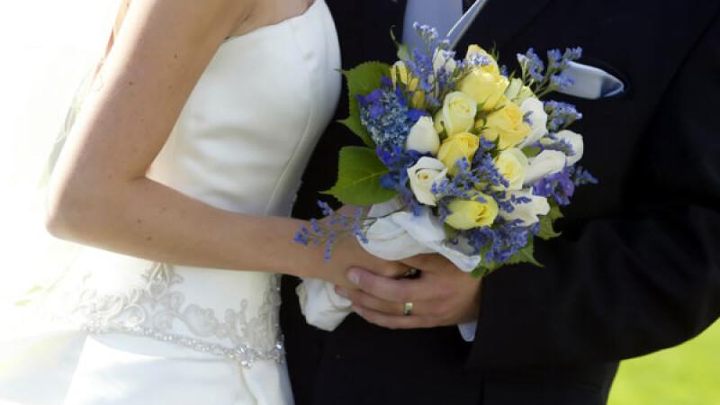 Nunta lor nu a fost asa cum si-ar fi dorit. Ce au facut doi tineri cu banii pentru luna de miere