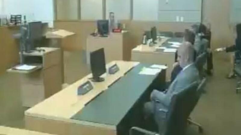 sinucidere la tribunal, Michael Martin