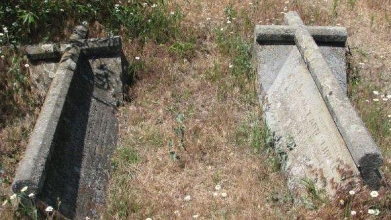 Doi gropari din Constanta, acuzati de profanare de morminte si furt. Barbatii au deschis un cavou si au furat bijuteriile