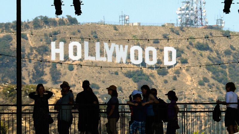 Hackerii au descoperit identitatile false ale vedetelor de la Hollywood. Telefonul lui Brad Pitt este PUBLIC pe Internet