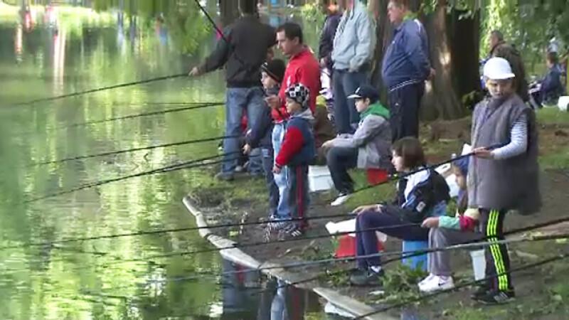 copii la pescuit