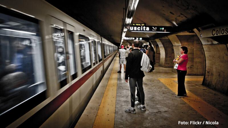 metroul din Roma statia Colosseum