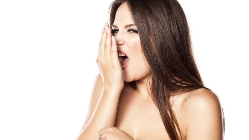 Testul recomandat de specialistii in sanatate orala, ca sa afli daca ai o respiratie urat mirositoare