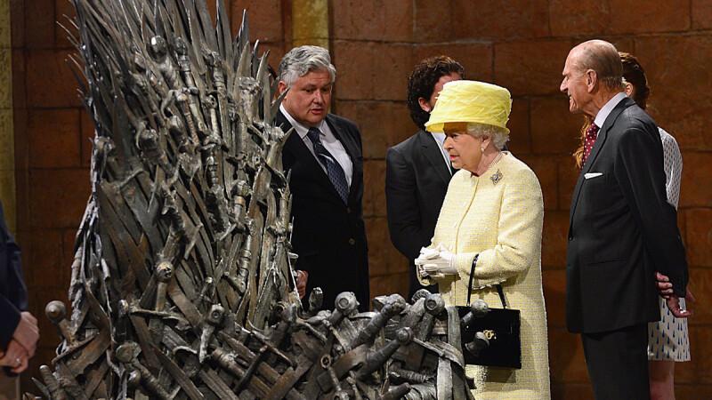 Elisabeta a II-a a Marii Britanii a vizitat Westeros. Ce a facut regina cand a ajuns la Tronul de Fier. VIDEO