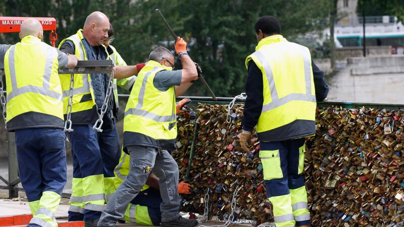 lacate scoase de pe Podul Artelor din Paris