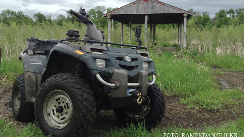 ATV in iarba
