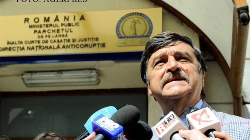 Fostul judecator al Curtii Constitutionale a Romaniei (CCR) Toni Grebla sustine o declaratie la iesirea din sediul DNA. FOTO AGERPRES