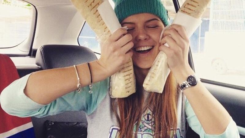 tinere din Rusia cu saorma