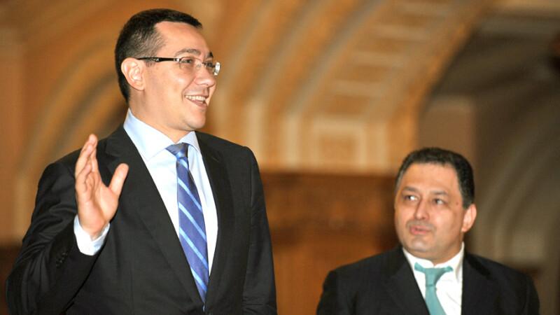Victor Ponta (stg.), premierul Romaniei, si Marian Vanghelie (dr.), primarul Sectorului 5, inaintea sedintei Comitetului Executiv National al PSD in 2012 FOTO AGERPRES