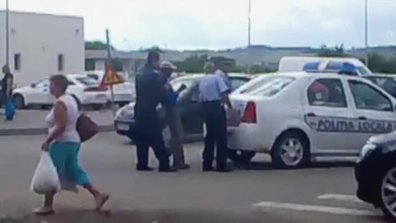 Calan politisti baga suspectul in portbagaj