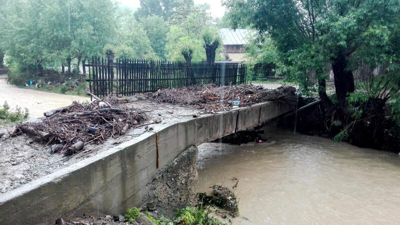 COD PORTOCALIU de inundatii in 4 judete, unde raurile ameninta sa iasa din albie. HARTA zonelor afectate de avertizarea meteo