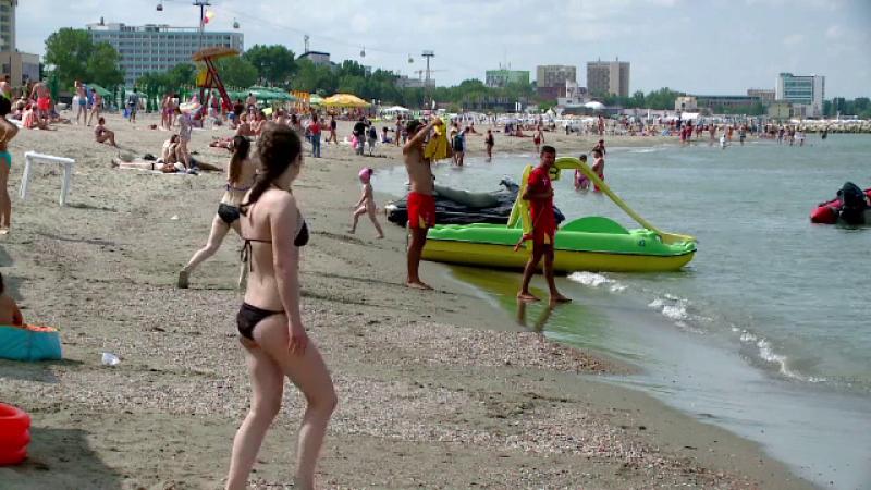 turisti pe plaja