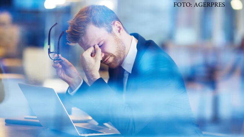 angajat obosit la birou