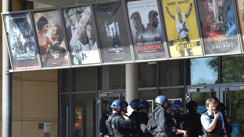 Atac armat intr-un cinematograf din Germania. Suspectul avea asupra lui o grenada si o vesta cu explozibil. VIDEO