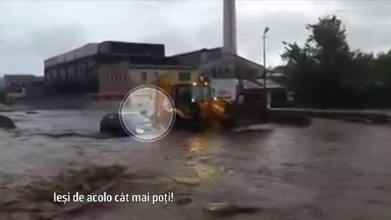 Salvat cu excavatorul
