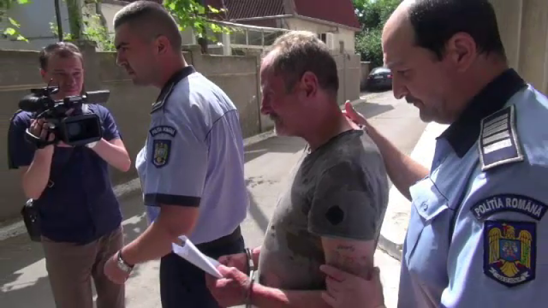 Barbatul care ar fi lovit doi pietoni la Galati s-a predat la politie. Martorii il contrazic:
