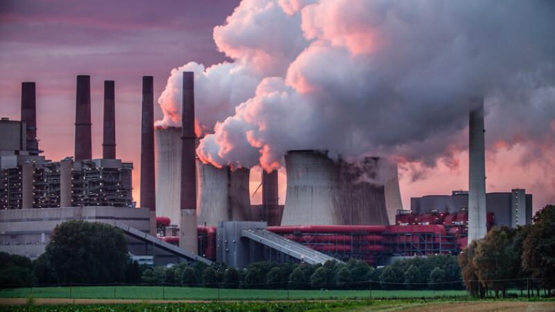 uzina care polueaza