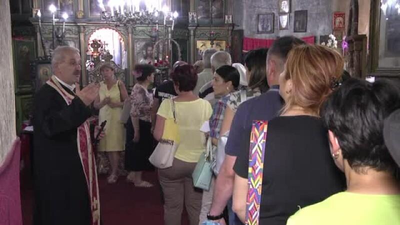 Pelerinaj la Targoviste, dupa ce o icoana a Sfintei Parascheva ar fi inceput sa lacrimeze. Cine a vazut primul