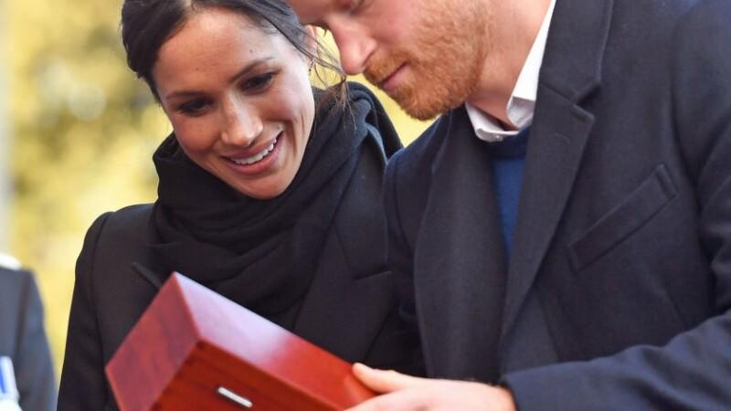 Prinţul Harry şi Meghan Markle, puşi să returneze cadouri de nuntă de 8 milioane de euro