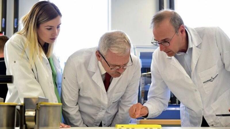 Liviu Dragnea și iubita sa, Irina Tănase, în vizită la o fabrică de ceasuri din Elveția