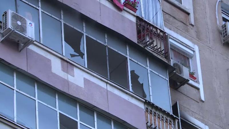 Bărbat din Capitală, salvat de pompieri după ce apartamentul său a luat foc