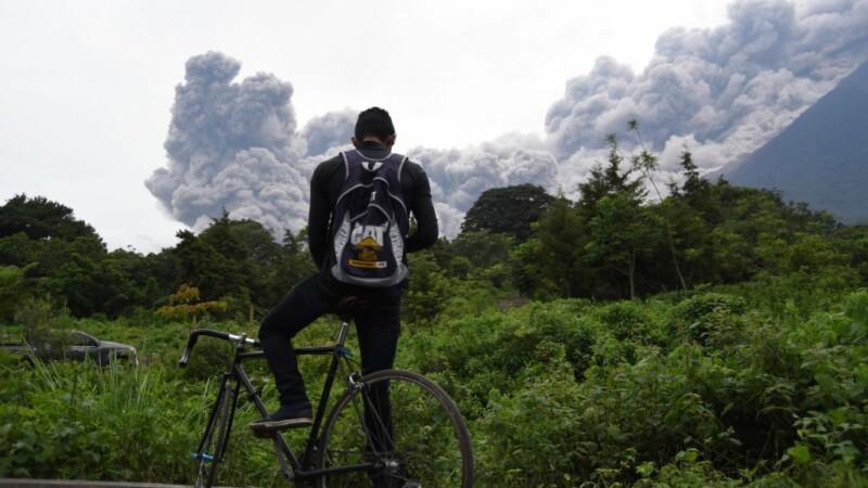 Cea mai puternică erupție din ultimii 40 de ani a vulcanului Fuego din Guatemala
