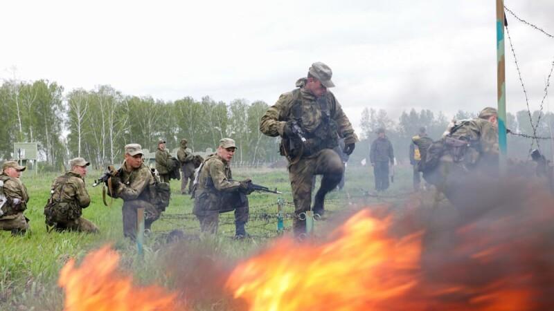 Desfăşurare de forţe ruseşti în Crimeea. Kremlinul testează cele mai noi rachete