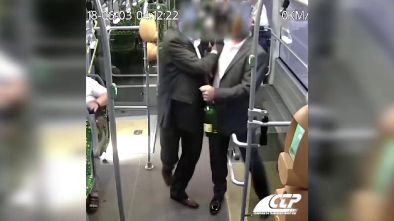 scandal nuntași în autobuz