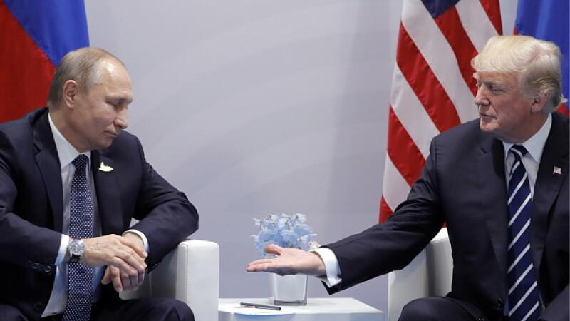 """Rusia se oferă să-l vindece pe Trump de Covid-19. Kim Jong Un îi transmite """"salutări"""""""