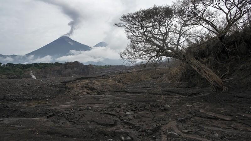 vulcanul fuego din guatemala