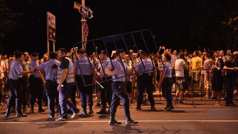 Scrisoare către jandarmi: Nu acceptaţi nicio presiune politică pentru reprimarea cu violenţă a manifestaţiilor paşnice