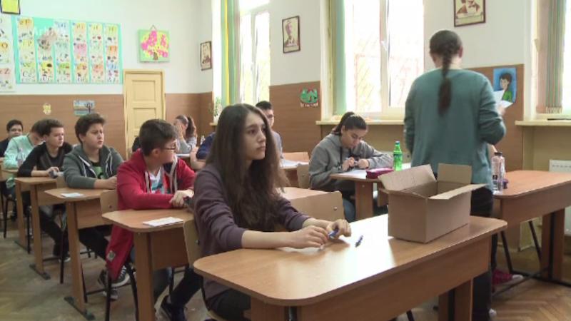 Media admiterii la liceu ar putea fi schimbată. Ministerul Educației vrea reintroducerea tezelor cu subiect unic