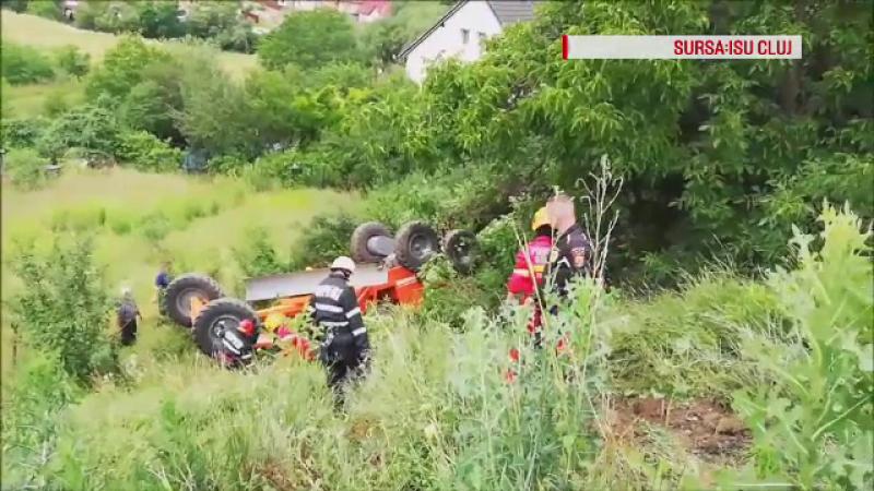Bărbat prins în cabina zdrobită a unui tractor. Cum s-a petrecut accidentul
