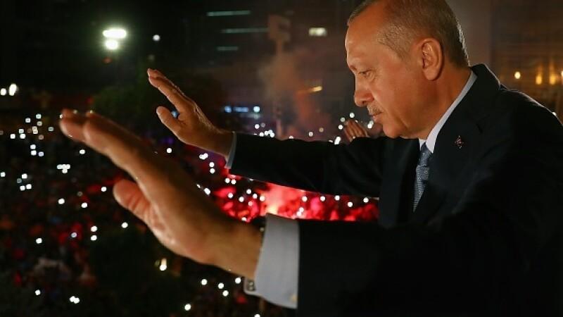 Turcia a desființat, prin decret, funcția de premier. Atribuțiile trec la Erdogan