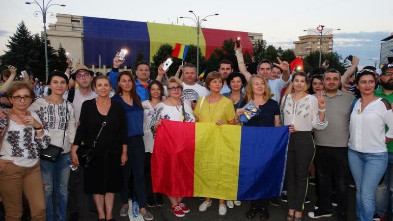 """Parlamentarii PNL se duc în Piața Victoriei, """"în semn de respect faţă de cei care se bat pentru democraţie"""""""