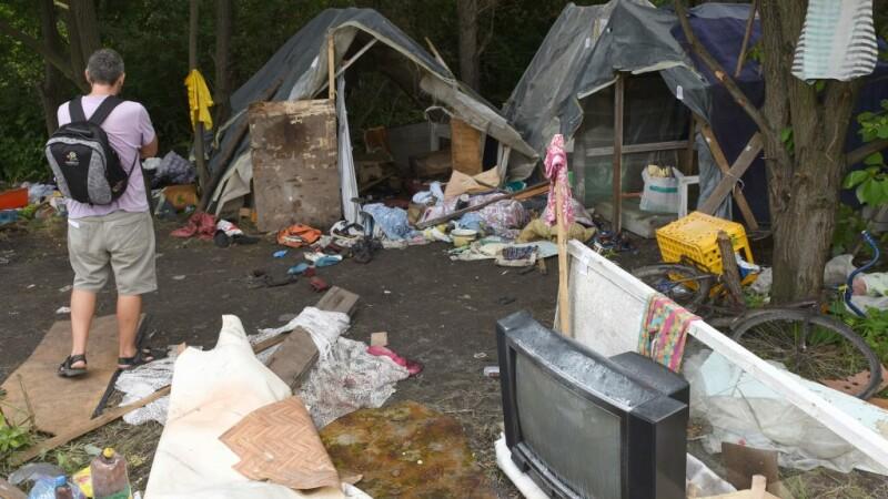 Tabără de romi, atacată. Un tânăr de 24 de ani a murit, alte 4 persoane au fost rănite