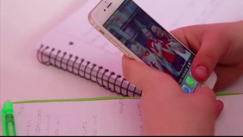 Adolescenţii trăiesc vieţi digitale secrete. Avertismentul experților în securitate cibernetică