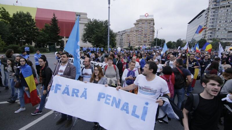 Protest pe traseul Palatul Parlamentului - Piața Victoriei. Mii de oameni au participat. VIDEO
