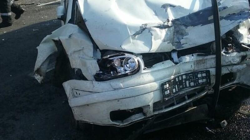 Accident cu 7 răniți, după ciocnirea a 5 autovehicule, pe DN2. S-a activat Codul Roșu de Intervenții