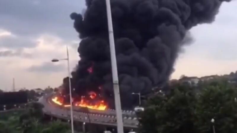 Explozie devastatoare pe o autostradă din Nigeria. 54 de mașini au ars, 9 oameni au murit
