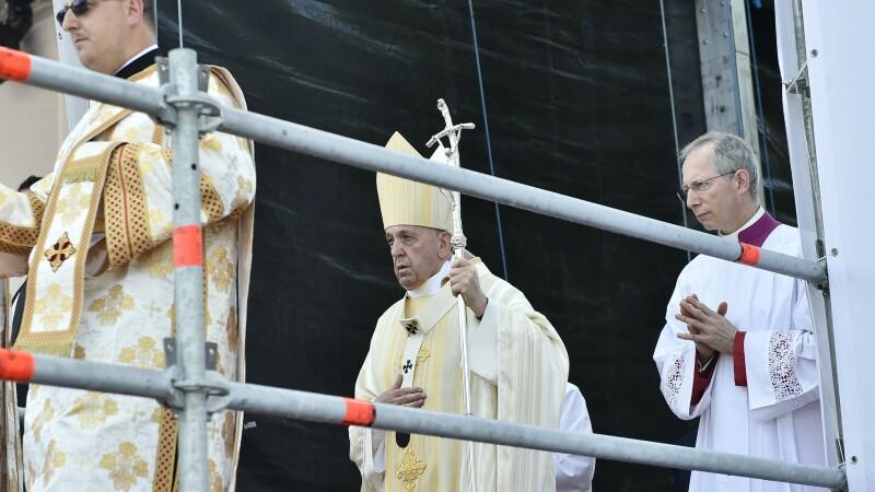 Papa Francisc oficiaza Sfanta Liturghie si ceremonia de beatificare a sapte episcopi greco-catolici martiri, pe Campia Libertatii din Blaj