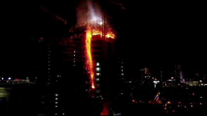 Incendiu devastator într-un zgârie-nori din Varșovia.
