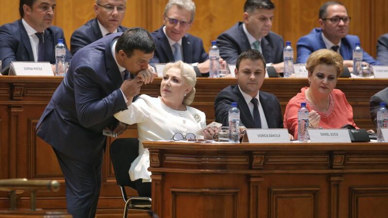 viorica dancila in parlament, nicolae badalau ii saruta mana