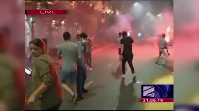 Proteste violente în Georgia. Mii de oameni au luat cu asalt clădirea parlamentului
