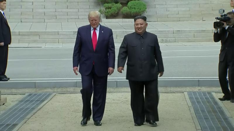 Momentul în care Trump păşeşte pe pământ nord-coreean.