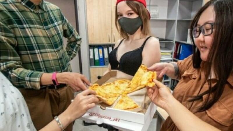Orașul în care stripteuzele livrează pizza. GALERIE FOTO